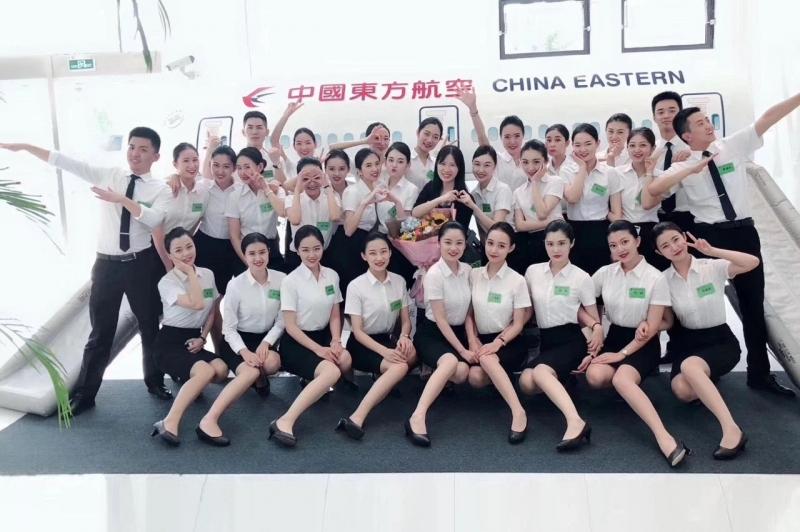 中国东方航空职业正装--文化衫定制职业装